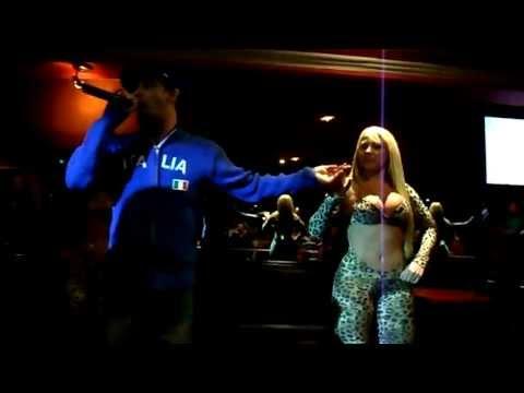 Mc Creu e suas dançarinas Derlane Silva e loira do creu