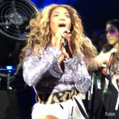 Beyonce Grabbed By Shirtless Fan in Brazil