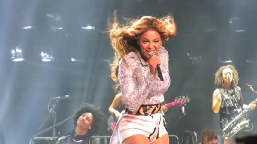 Beyoncé Pulled Off Stage by Brazilian Fan
