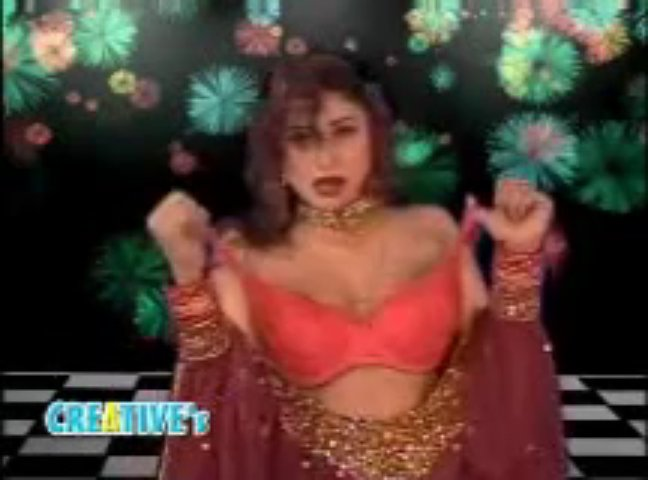 Sexy stage mujra by Panjabi hot girl