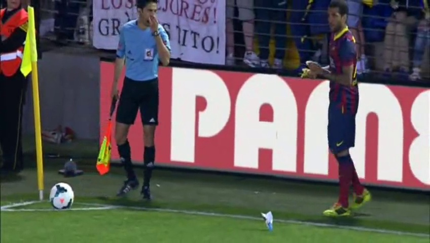 Villarreal fan throws banana at Barcelona's Dani Alves; Brazilian picks it up and eats it