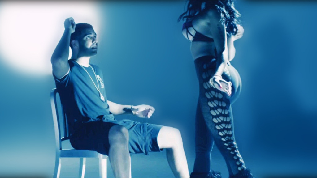 Nicki Minaj Gives Drake a LapDance