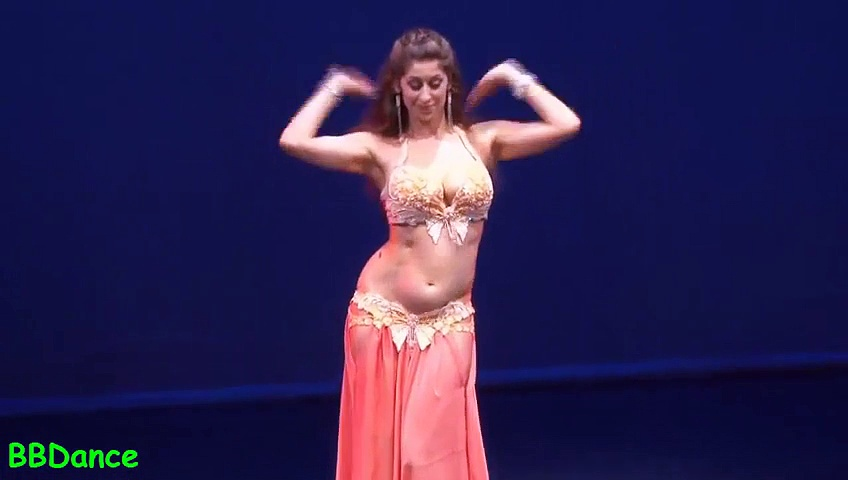 Arab Girl Belly Dance At UAE. – TUTKLY.COM