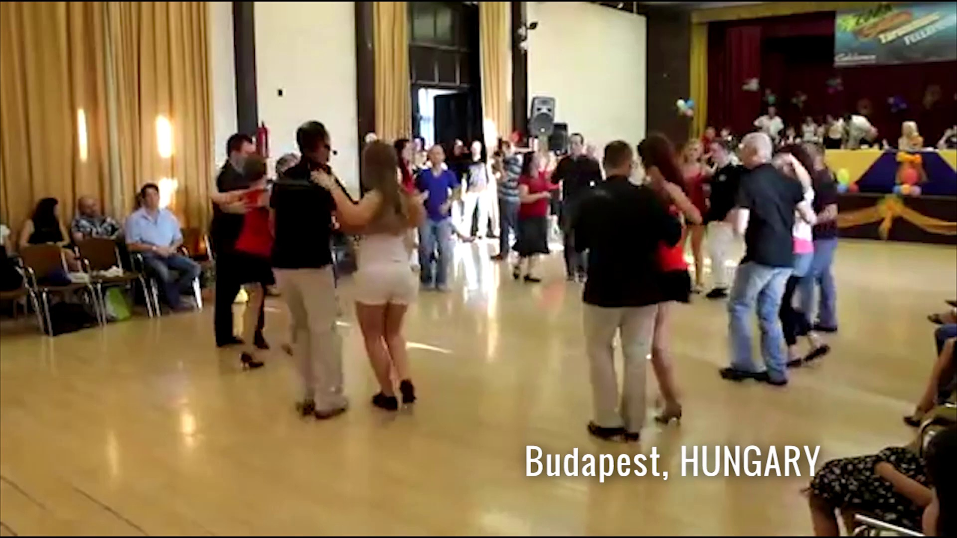 300 salsa dancers from 15 countries, dancing to 1 song