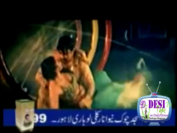 Hot Saima Khan Boob Mujra in Lollywood