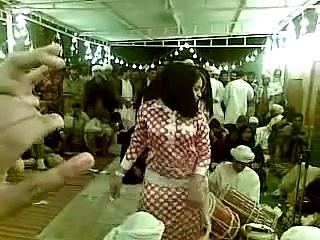ARAB GIRLS DANCING MALAYA (BAIKOKO LEUMBEUL MAPOUKA)