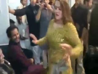 Pashto Dancer Belly Dance In Mujra With Mast Saaz
