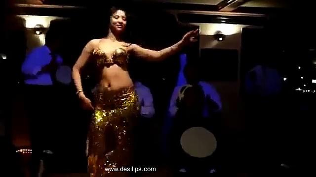 Ass shaking arab dance