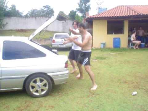 Leandro e André na Dança do créu no Churrasco