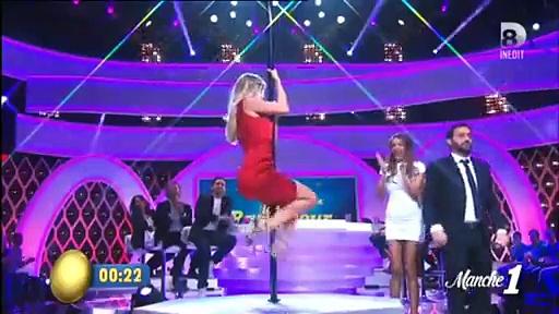 Nabilla et Enora Malagré font du Pole Dance