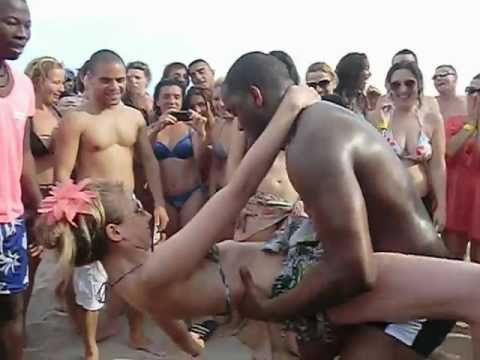 CRIOLA BEACH FESTIVAL, 2012: Hot dancing Kuduru, Afro-house on the beach!