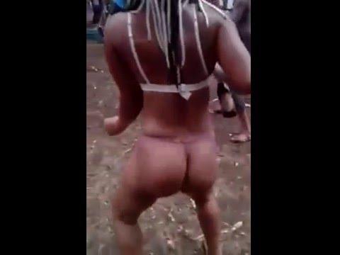 Le grand méchant Mapouka en string en Guinée équatoriale