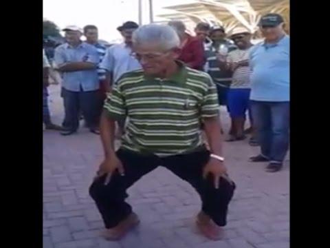 Vovô arrasando na dança do créu!!!