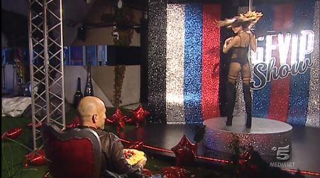 La lap dance di Mariana Rodriguez alla finale del GfVip