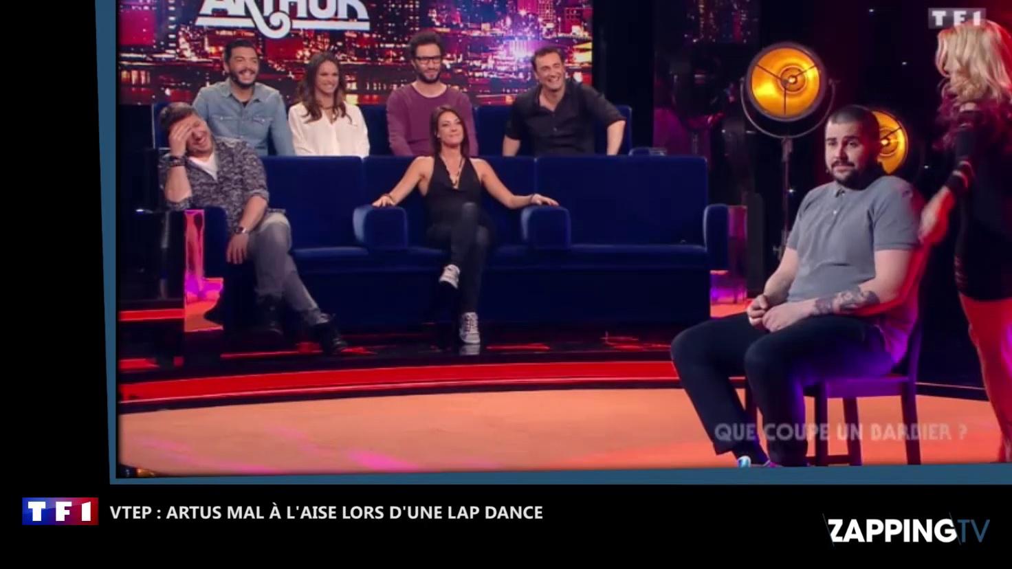 VTEP : Artus mal à l'aise lors d'un lap dance avec une strip-teaseuse sexy (Vidéo)