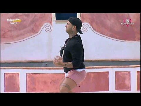 Rafael dança o «Créu»