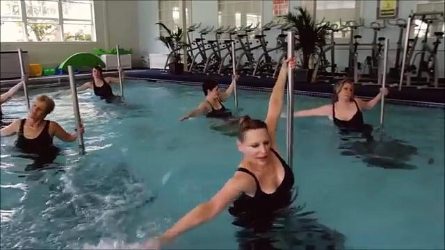 L'Aqua Pole Dance, cette pratique sportive peu connue, sexy et musclé.