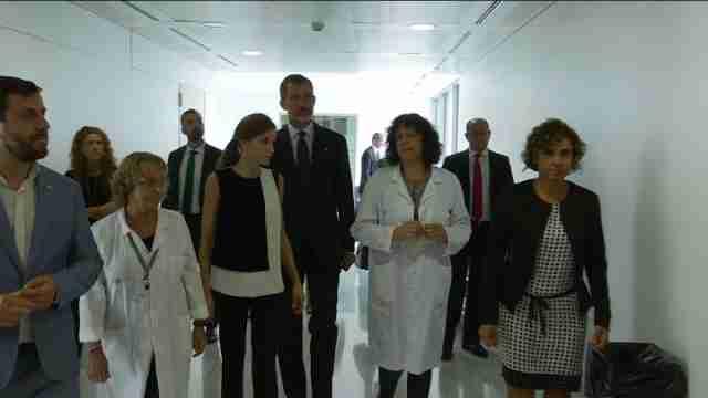 Reyes visitan heridos atentado en el Hospital de la Santa Creu i Sant Pau